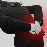 立ち仕事腰痛で湿布効き目ない!?怖い…内臓からくる病気のサイン!?